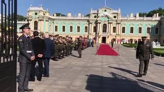 Почетный караул у Мариинского дворца в ожидании