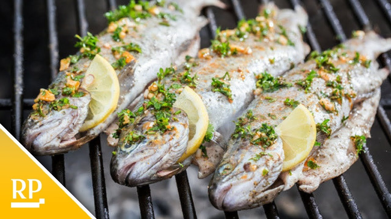 Fisch Gasgrill : Rezept: so grillen sie ganzen fisch youtube