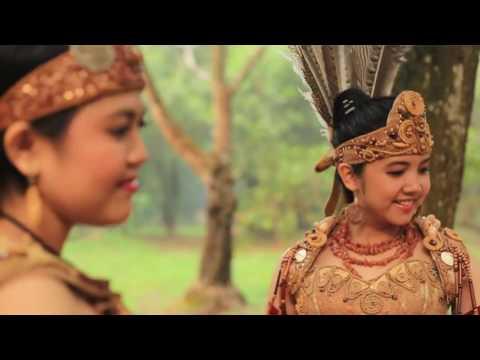 Lagu Dayak Kalimantan Barat BORNEO MENARI Voc  Fausta & Dhea   YouTube