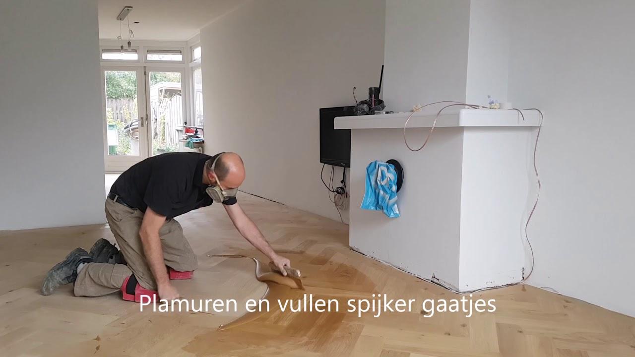 Houten visgraat vloer leggen in enschede door loman parket youtube
