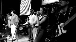 Vieja Skina feat. Alejandro y Maria Laura - Girl I