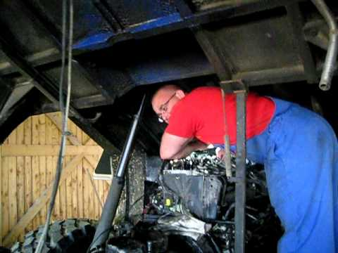 BULLENHERZ-OFF ROAD TRUCKS/Team Bayern Working on Deutz Engine Part.01.AVI