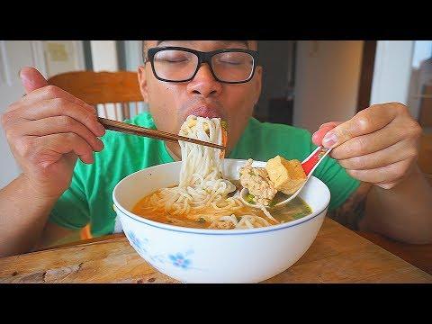 Ăn Bún Riêu Cua   SPICY Vietnamese Crab Noodle Soup   MUKBANG   QT