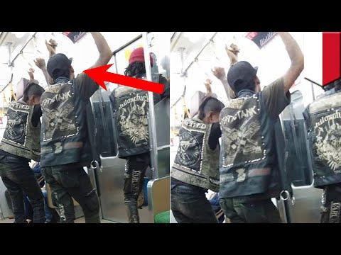 Foto viral perbuatan terpuji para anak punk - TomoNews