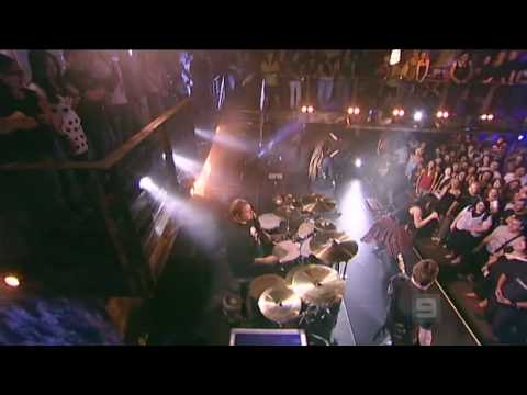 Evanescence  - Bring me to life & interview. (Live MTV The Lair)
