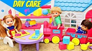BARBIE DAY CARE SCHOOL Cute Barbie Kid Kelly Dolls Playing in Play House Sandaroo Stories