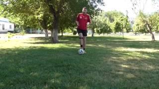 Как научиться обводить в футболе. Легкие финты. Марсельская рулетка.(Несколько советов и финтов. Финты для начинающих., 2015-07-13T22:26:32.000Z)