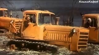 """СТЗ ДТ-75, трактор-гусеничный из к/ф """"Русское поле"""" (1971)."""