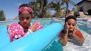 Johny Johny Yes Papa in the Swimming Pool | Cali's Playhouse