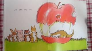 突然落ちてきた大きなりんご。一体どんな動物が食べにくるのでしょうか?