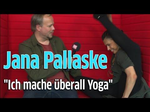 Jana Pallaske über die Vampirschwestern 3 und Yoga am Set