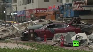 شاهد.. آثار دمار في دبي بعد سقوط رافعة من بناية عالية