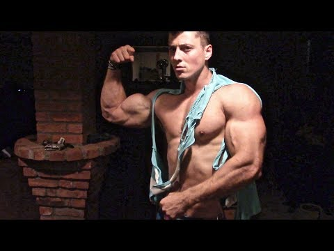 Stanimal Ifbb Pro Physique smashing delts 3 days out