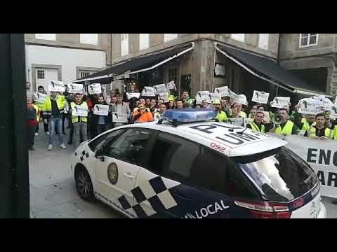 Los trabajadores de Ence protestan ante el mitin de Lores y Pontón