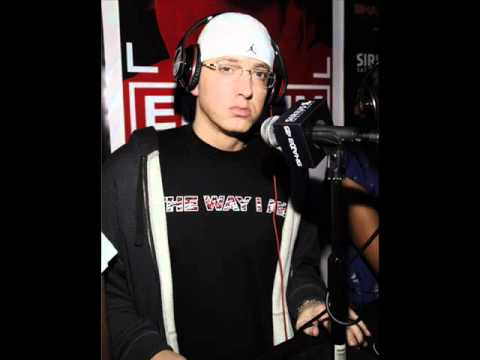 Eminem talks about Bruno Mars and Lighters