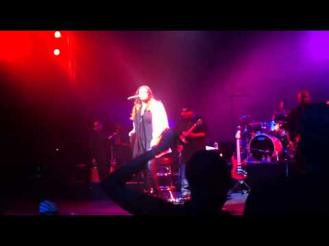 Faith Evans ' Come Over ' live at the Apollo 2012