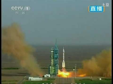 宇宙飞船:Shenzhou 9 spaceship with first female astronaut
