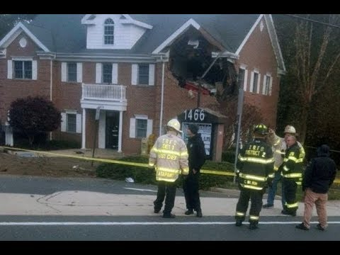 Porsche launches into air and crashes into second floor building – killing two – Today News