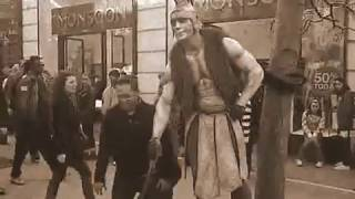 London street performers - very funny - Roman warrior - Covent garden - Duncan Meadows