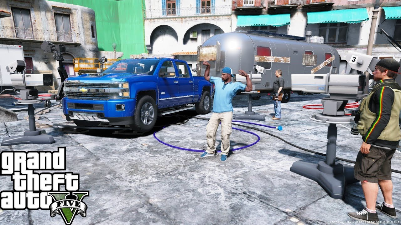 GTA 5 Real Life Mod #110 Hauling A Movie Trailer Prop & Exploring Hollywood  Movie Set