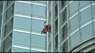 French Spiderman Alain Robert climbs Burj Khalifa Dubai höchstes Gebäude der Welt