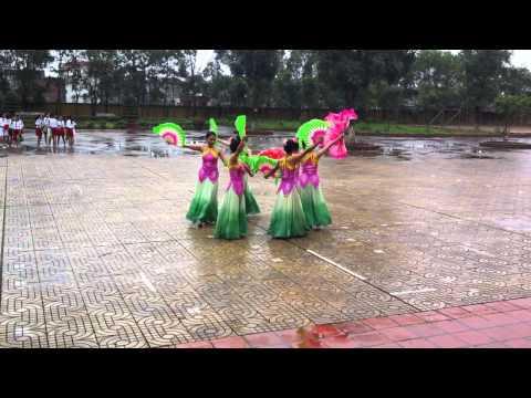 múa hoa sen của các cô thực tập trường THCS Tương Giang- Bắc Ninh