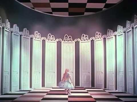 『不思議の国のアリス』(1949)より 扉の広間へ
