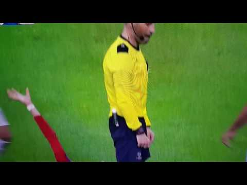 Mark Clattenburg shakes his head and pulls his tongue at pepe UCL Final Real vs Atletico