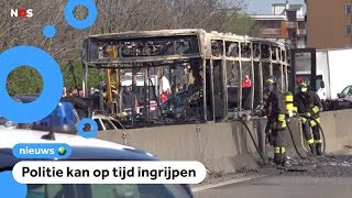 Chauffeur steekt bus met schoolkinderen in brand