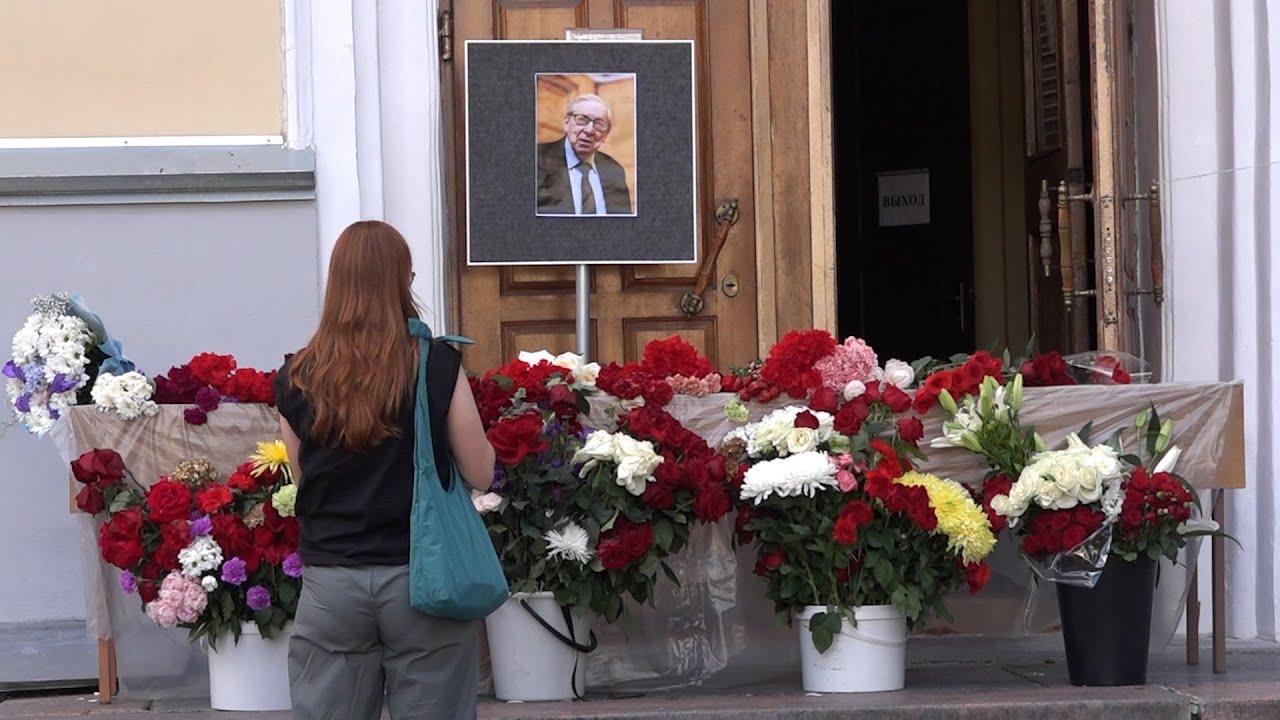 Выпускники и студенты журфака МГУ вспоминают своего декана Ясена Засурского. Репортаж «Москва-Баку»