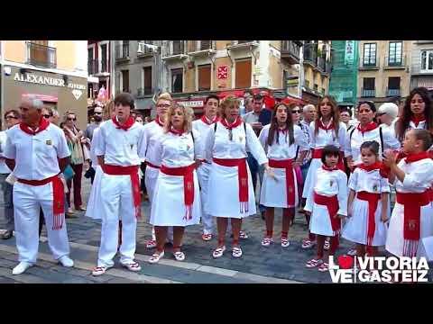 La Escuela de Jotas de Milagro (Navarra) cantando