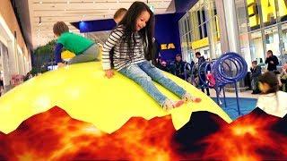 CHALLENGE Z MAMĄ Podłoga to Lawa w IKEA The Floor is Lava! Filmik dla dzieci po polsku