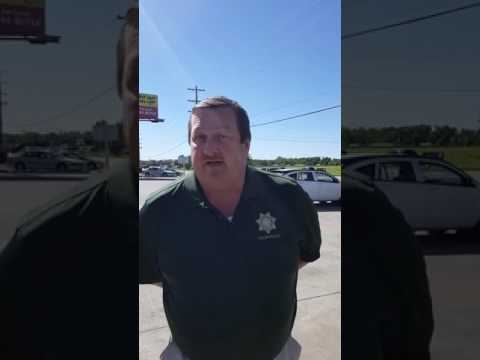 Cop SHUT DOWN!!!  Rights being violated   YouTube 720p