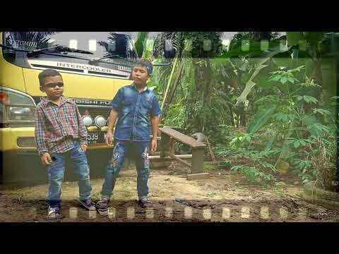 Heboh!!! Duet maut Kakak beradik - Orang Ketiga Nabasa Trio (lirik lagu)
