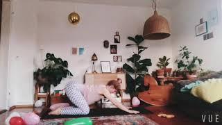 Feminine Flow   1 h Vinyasa Yoga mit Iona