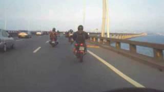 видео moto strangers