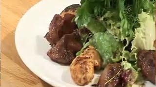 Теплый салат из куриной печени и грудки