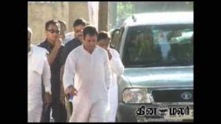 rahul gandhi visit to Minor girl blinded after a failed rape attempt in Uttar Pradesh - DINAMALAR