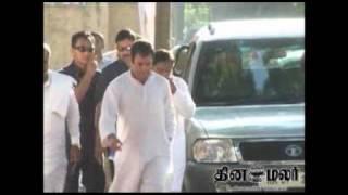 rahul gandhi visit to Minor girl blinded after a failed rape attempt in Uttar Pradesh - DINAMALAR