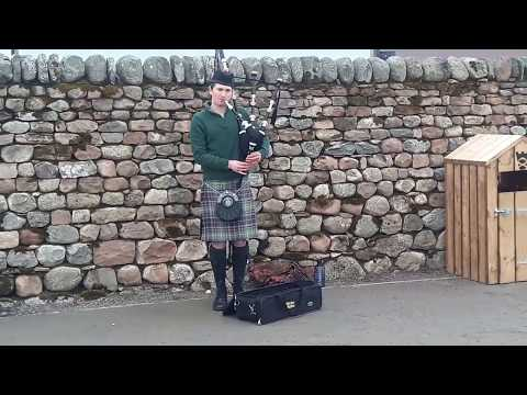 Piper to the end by Skipinnish