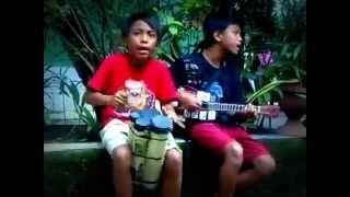 Aksi anak pengamen jalanan yg Kreatif di ,Kp Rambutan part 1 SD