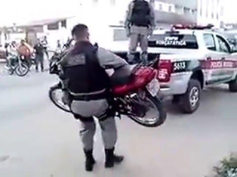 Esse policial é barril dobrado 2