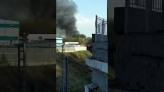 Пожар горят гаражи , склады в Москве 02.05.2017