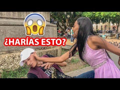 Youtuber Le Da Beso A Desconocida Y Recibe Bofetada (Escenas Improvisadas 5)