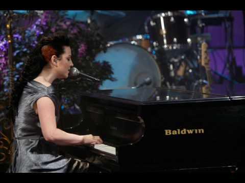 Escuchar Canciones de Amy Lee - taringamp3.app