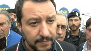 """Matteo Salvini contestato: """"Mi pento di aver lanciato anche io uova"""""""