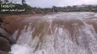 بالفيديو والصور.. الزوار يتوافدون لتوثيق تدفق مفيض سد أبها