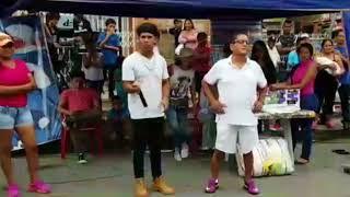 Adulto Bailando el Chocho Loco