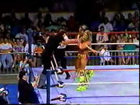WWF - Ultimate Warrior vs The Undertaker - YouTube