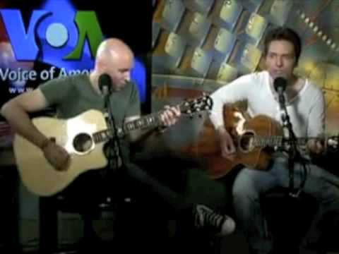 Richard Marx Performs 'Endless Summer Nights' With Matt Scannell On VOA's Border Crossings